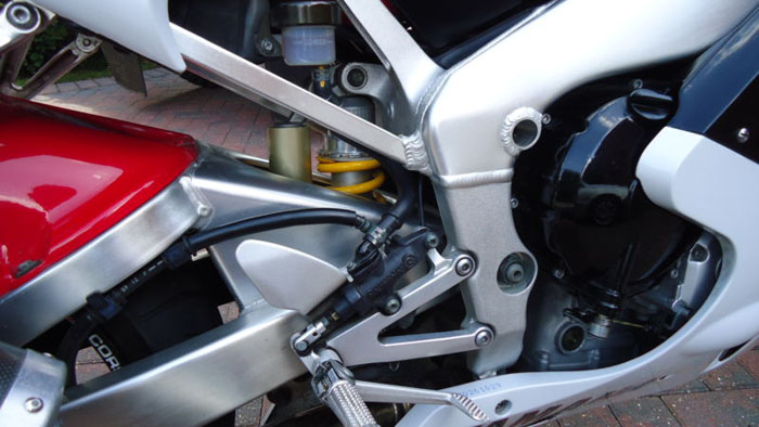 1999 yamaha yzf-r1 white suspension